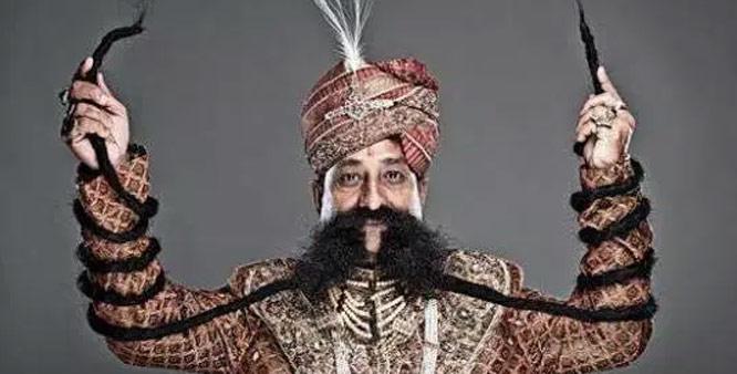 Pria Ini Miliki Kumis Terpanjang di Dunia!
